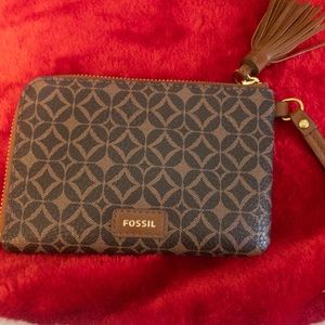NWOT Fossil Brown Wristlet Wallet With Tasle